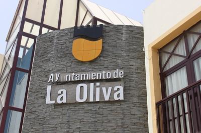 Claudina Morales despide a dos trabajadores municipales en vísperas de Navidad