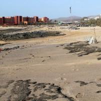 Tras años de retrasos y recortes del Gobierno Rajoy, la renovación de la playa de El Castillo podría afectar a la temporada turística de verano
