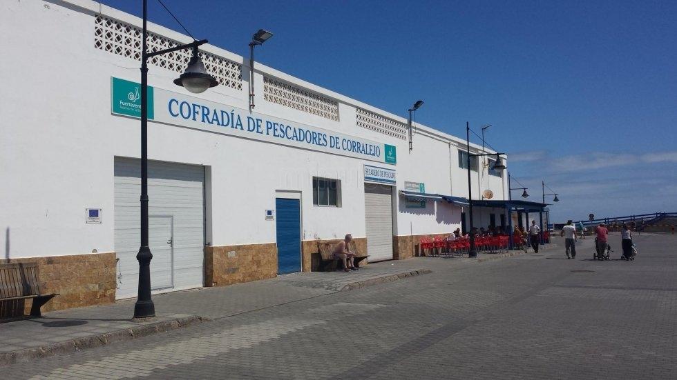 El PSOE pide al Gobierno una solución urgente para el surtidor de combustible de los pescadores de Corralejo