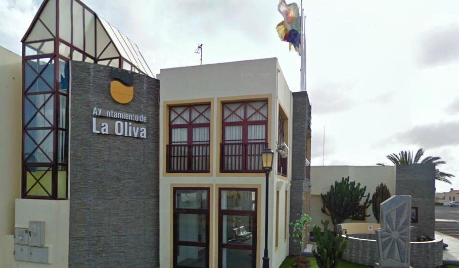 El PSOE de La Oliva exige que el alcalde en funciones, Pedro Amador, ejerza su autoridad y desaloje a Domingo González del Ayuntamiento