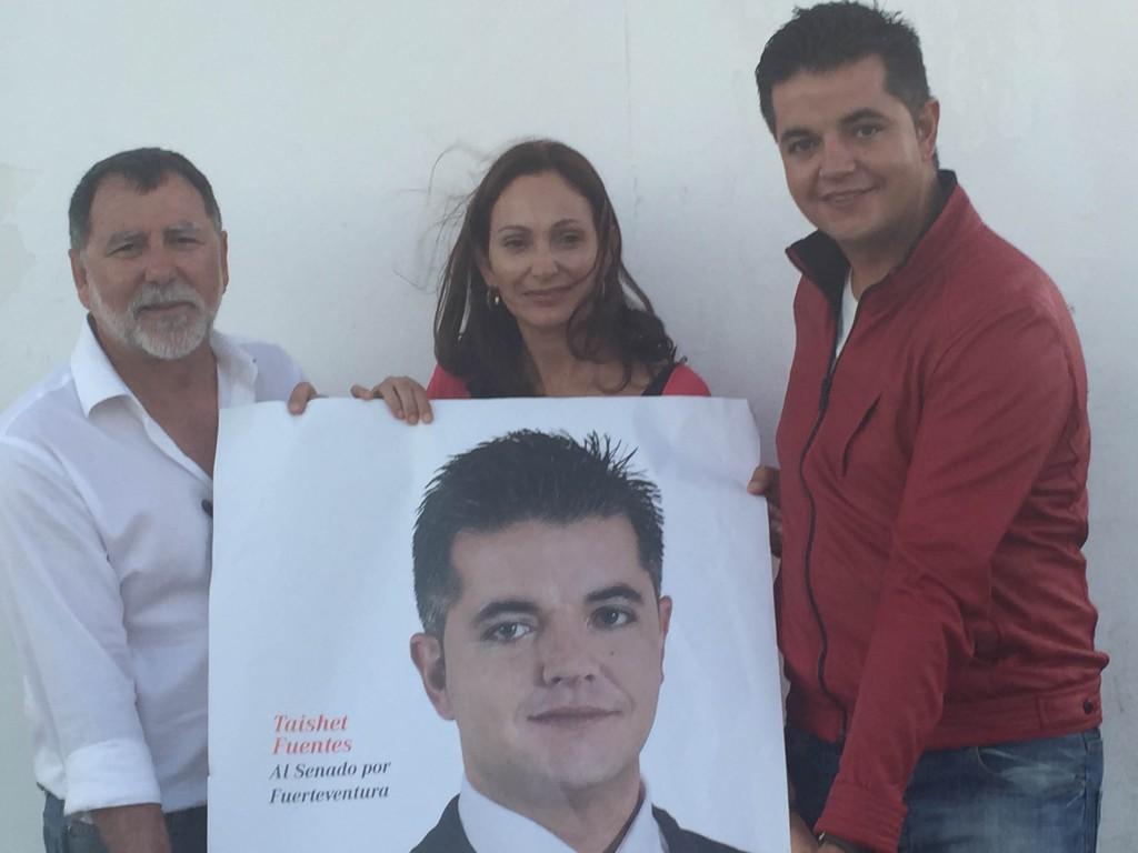 El PSOE de Fuerteventura arranca la campaña electoral con la tradicional pega de carteles